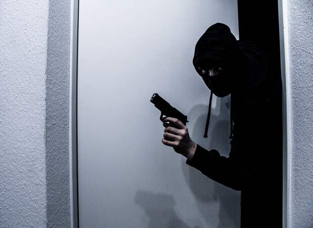 Полиция Миннесоты задержала взявшего заложников в банке грабителя