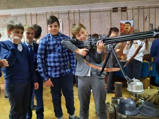 30 апреля 2021 года учащиеся школы посетили выставку, организованную общественным объединением ´Клуб военно-исторической реко...
