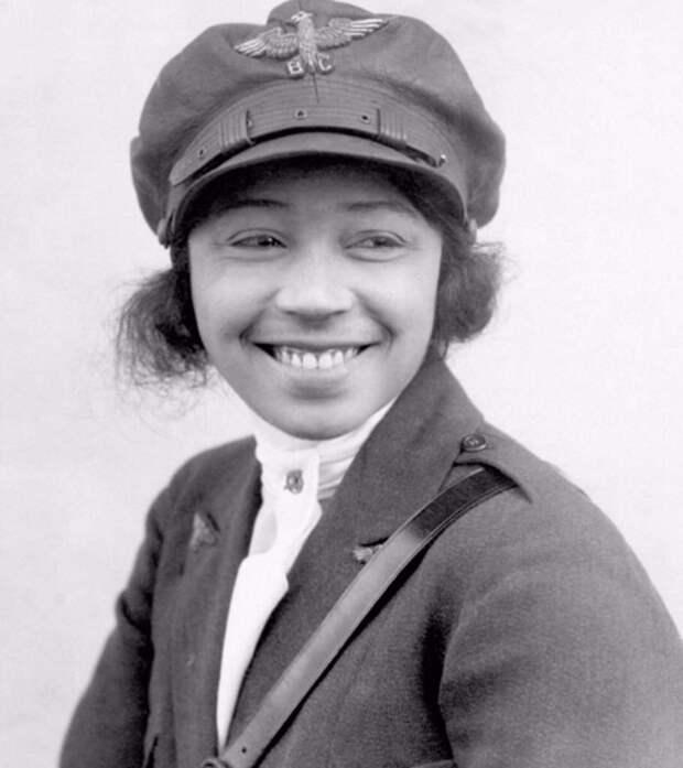 Первая представительница расовых меньшинств США, Бесси Колман.