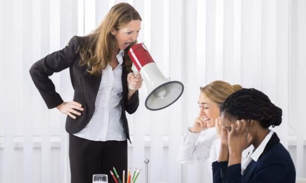 Конец феминизма: женщин погнали с руководящих постов