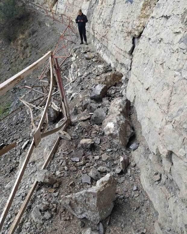 Камнепад разрушил туристические тропы на ЮБК