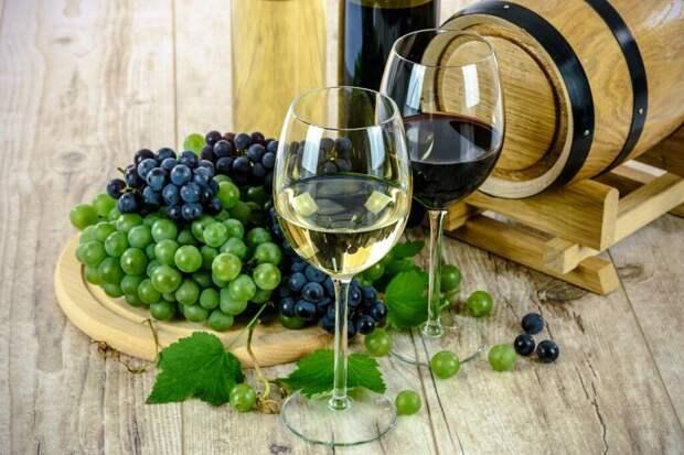 wines-1761613_1280-1024x683 Винотерапия – приятный метод ухода за внешностью. Польза процедуры