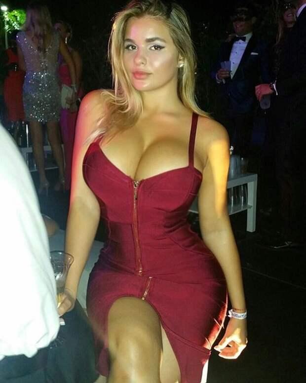 Мини-платье не вместило главную гордость Квитко
