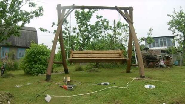 Садовые качели из дерева (6 фото)