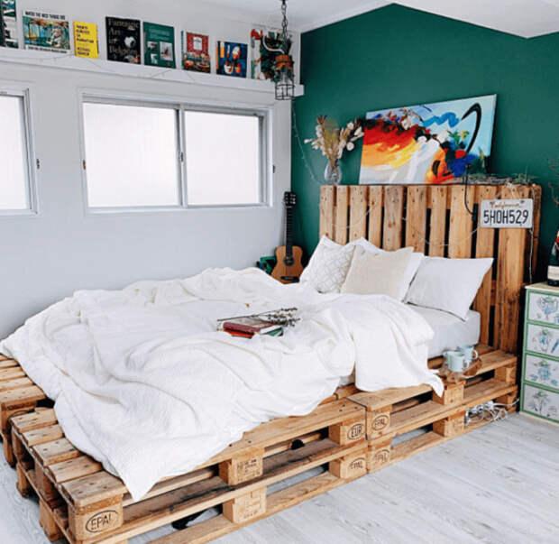 Кровать в современном стиле. | Фото: Picuki.com.