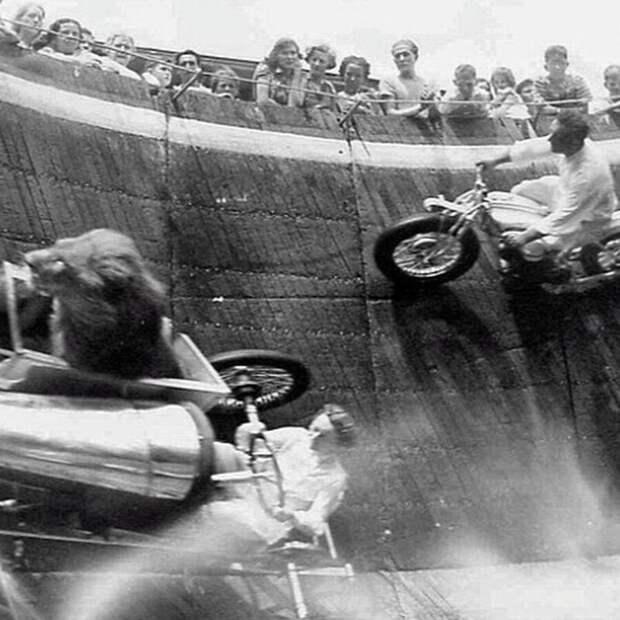 Лев-экстремал и мотоциклисты. Цирковое шоу «Стена Смерти», 1929 год