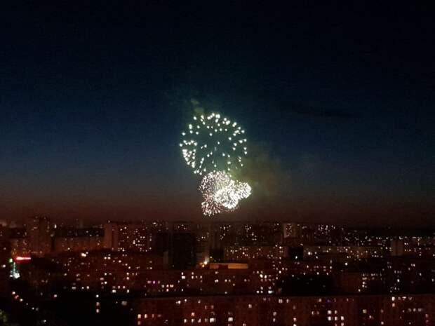 Фотокадр: салют в Лианозове был виден из Алтуфьевского