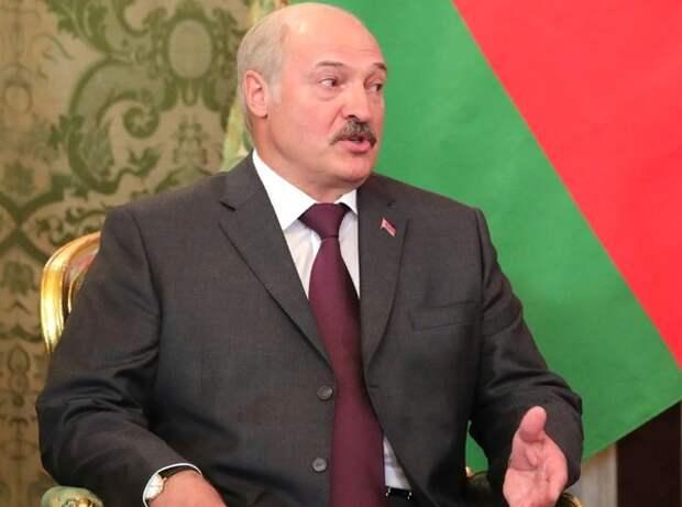 """Лукашенко о слухах об отъезде из страны: """"Пока живой и не за границей"""""""