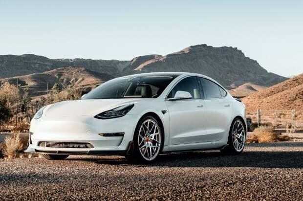 Tesla приостановила продажу автомобилей за биткоины