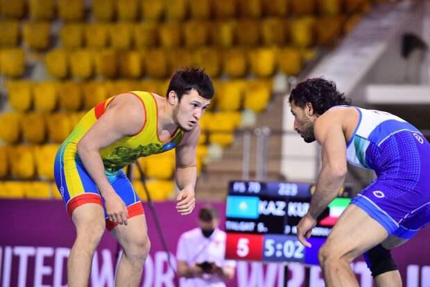 Казахстанец завоевал «золото» на чемпионате Азии по вольной борьбе