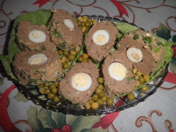 Паштет из куриной печени с перепелиными яйцами. Праздничный вариант