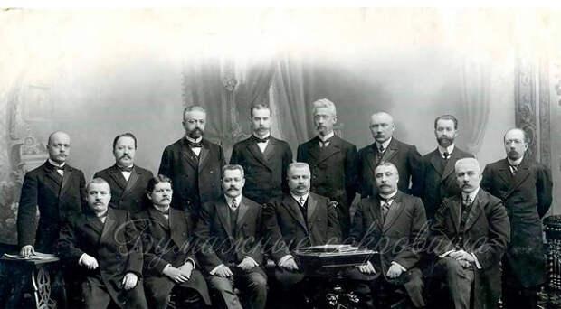 Лучшие сыщики Российской Империи. Второй справа на нижнем ряду - Аркадий Францевич Кошко