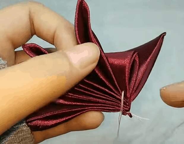Очаровательная бабочка из атласной ленты. Оригинальный декор+легкая сборка