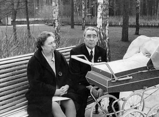 «Она как чемодан без ручки»: как Брежнев относился к своей жене