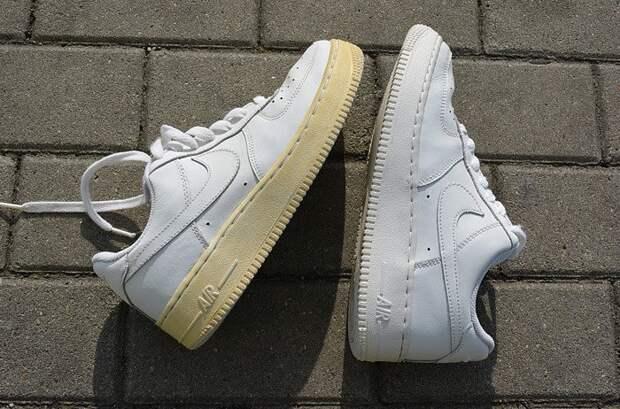 Регулярный уход за обувью поможет предотвратить пожелтение / Фото: sovjen.ru