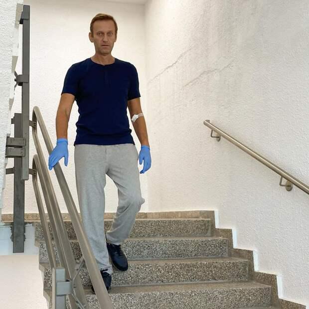 Навальный уже бегает козликом по лестницам