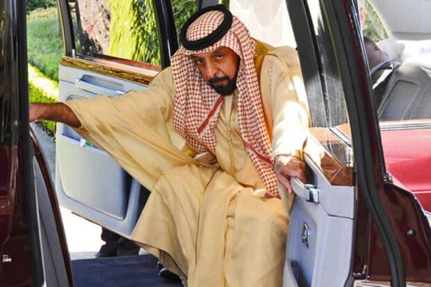Как живет монарх ОАЭ, который может купить особняк, чтобы переночевать