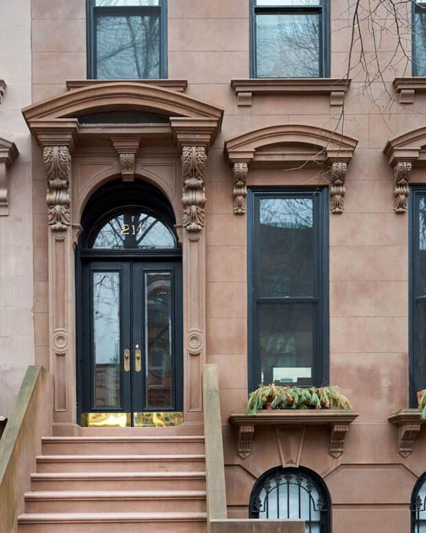 Классика и современность в интерьере таунхауса XIX века в Бруклине