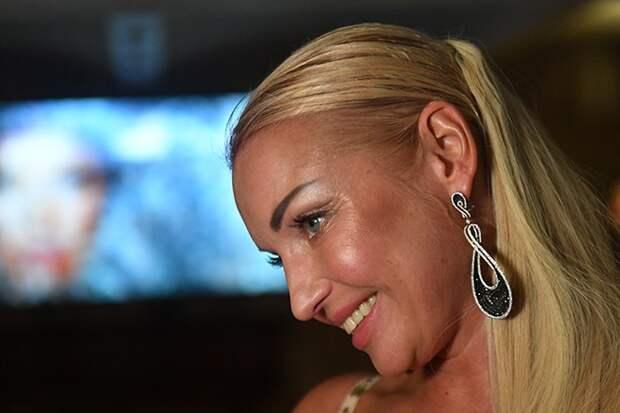 Волочкова обвинила хейтеров в зависти