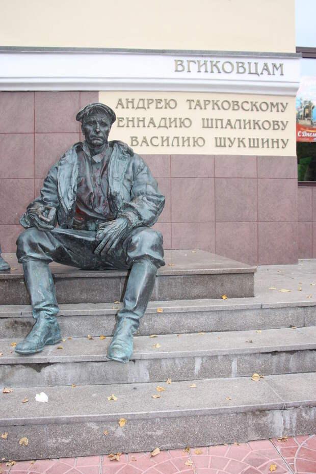 Памятники литературным и киногероям, ч.1