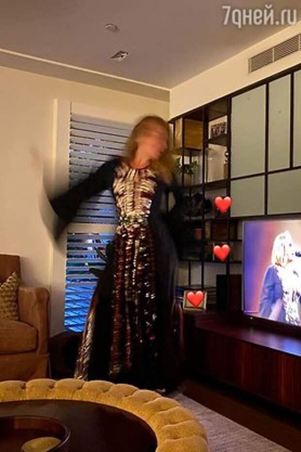 Почувствуйте разницу: Адель показала новую фигуру в своем старом платье
