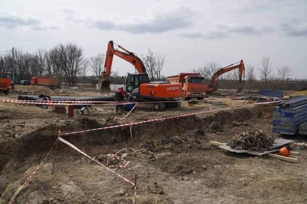 В Симферополе мужчина упал в строительный котлован с горячей водой