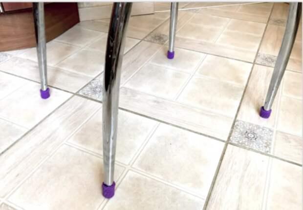 как связать носки для ножек стула