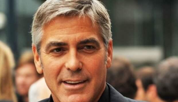 Джордж Клуни рассказал о коварном розыгрыше Брэда Питта
