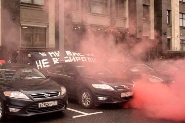 Нацболы вернулись к экстремизму и атаковали Госдуму РФ