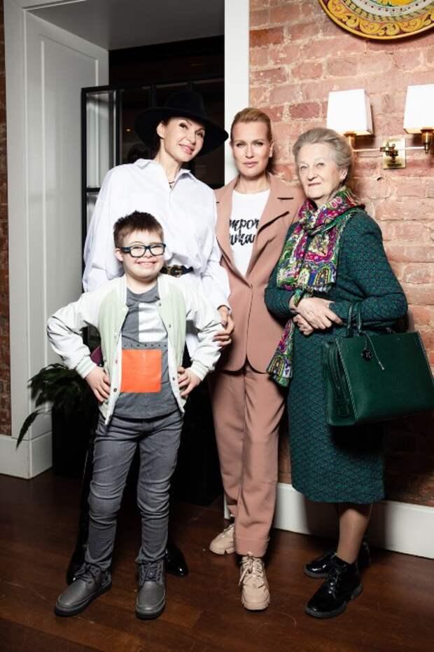 Олеся Судзиловская, Ольга Кабо и Эвелина Бледанс на ужине в Москве