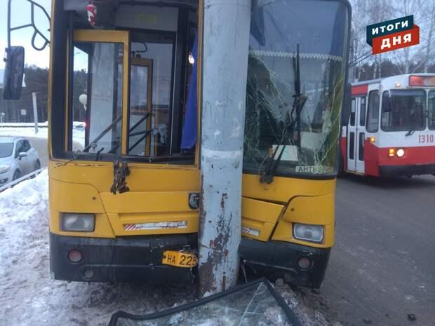 Итоги дня: еще одна авария с автобусом в Ижевске и советы по выбору цветов