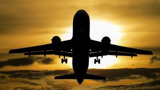Вылетевший в Москву самолет экстренно приземлился в аэропорту Оренбурга