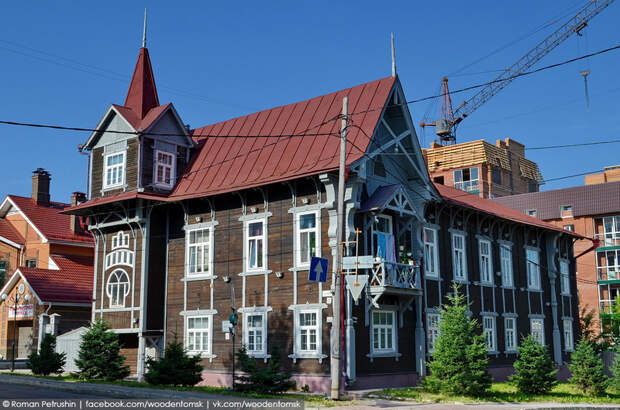 ДОМ.РФ выставил на продажу с аукциона дом со шпилем в Томске