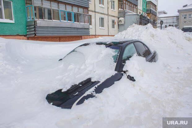Поселок Излучинск. Нижневартовский район, сугроб, машина в снегу