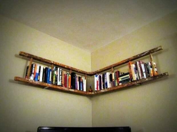 7. Самый распространенный вариант - это сделать из лестницы-стремянки книжную полку, но и к этому вопросу можно подойти творчески дизайн, из старых вещей, лестница, своими руками, стремянка, фото