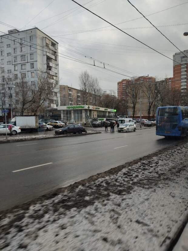 Две легковушки столкнулись на Живописной улице
