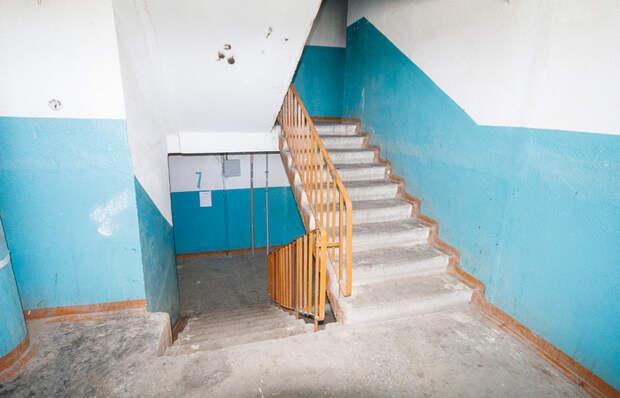 Почему в подъездах советских домов по 9 ступенек между пролетами?