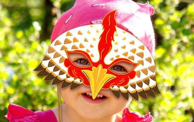 ребенок в маске петуха