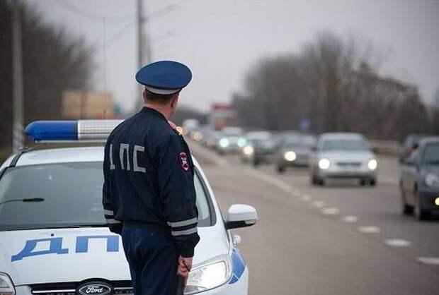 Сотрудники ГИБДД нашли водителя ВАЗа, устроившего дрифт на дороге