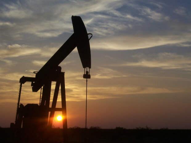 Нефть дешевеет, но Brent остается выше $68 за баррель
