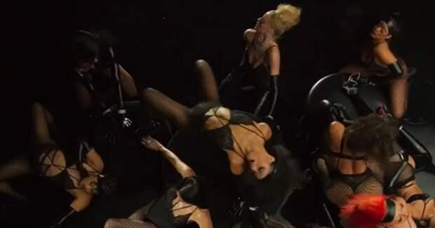 Цензура в Instagram была использована для «деликатной рекламы» модного показа от Рианны