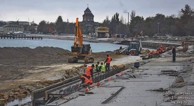 Инженера обвинили в срыве реконструкции набережной в Евпатории