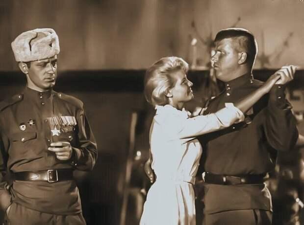 Кадр из фильма «Женя, Женечка и «Катюша»», 1967. Для актёра Михаила Кокшенова фильм стал одной из первых картин, принесших ему популярность