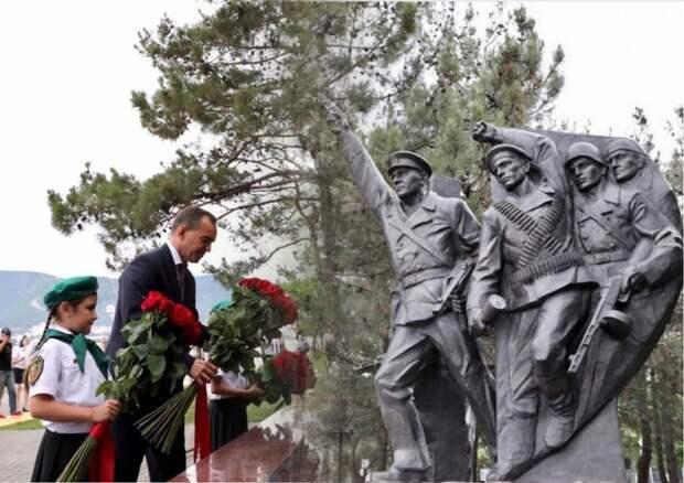 Памятник куниковцам был торжественно открыт в Геленджике