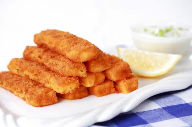 Рыбные палочки - вкусно и питательно.