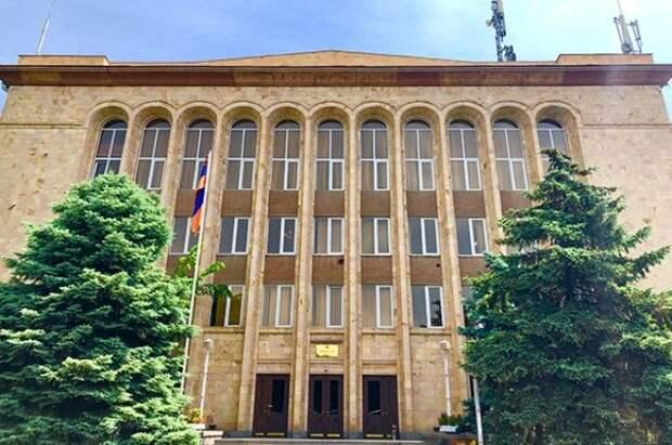 КС Армении назначил дату заседания по делу об отставке главы генштаба
