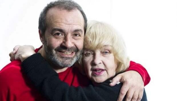 Роговцева с Шендеровичем плачут от радости под крики «Слава Украине»