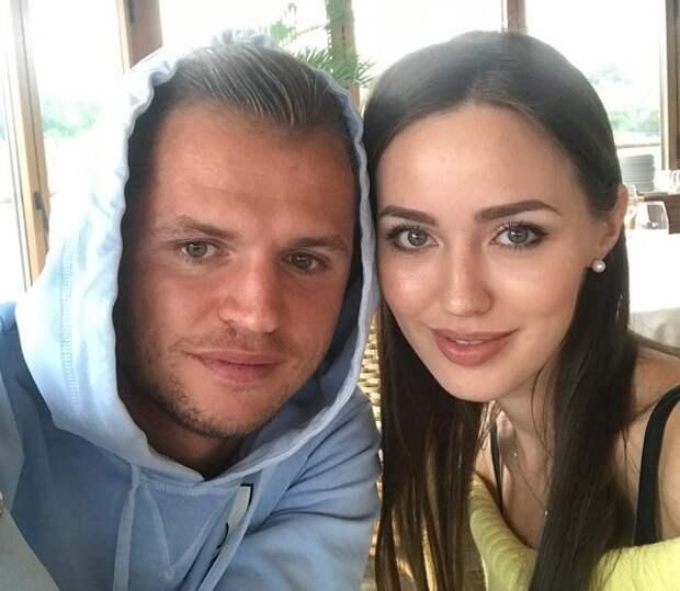 """Дмитрий Тарасов пока живет за счет своей жены: """"Мне нравится сидеть на ее шее!"""""""