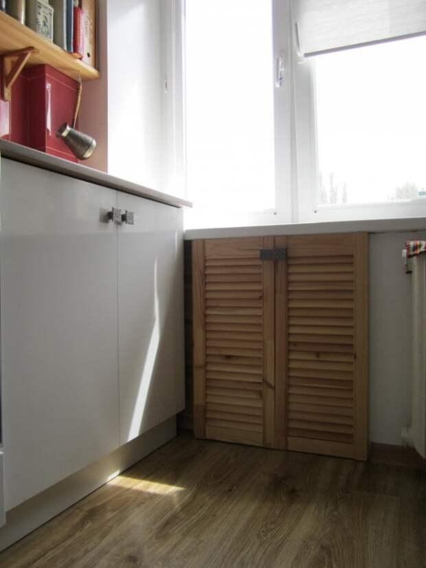 Удивительно и непонятно, почему владельцы крошечных кухонь не используют место под окном