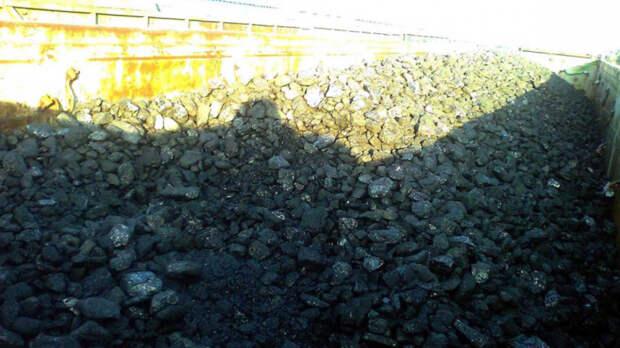 Девять тонн угля украли двое жителей Шахт изгрузового поезда